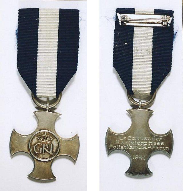 Brytyjskie odznaczenie Distinguished Service Cross komandora porucznika Kazimierza Hessa oficera Polskiej Marynarki Wojennej
