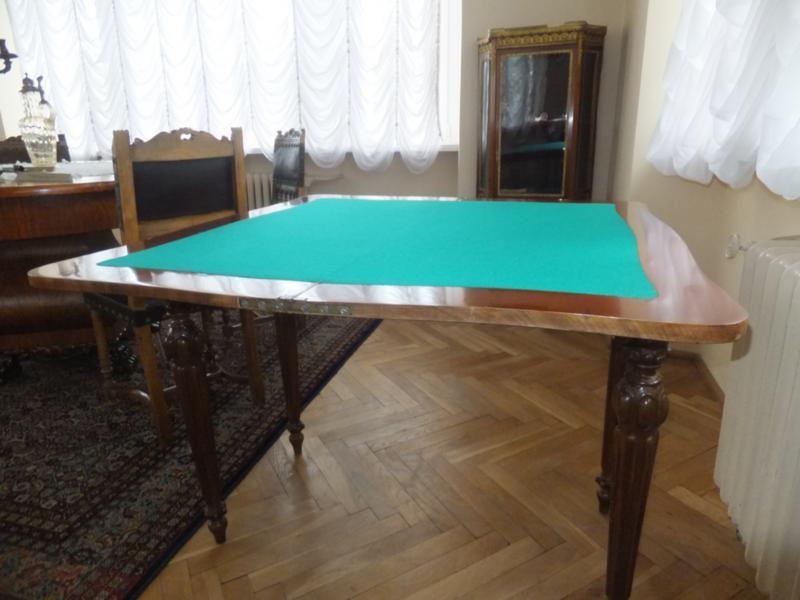 """""""Karciak"""" – stolik do gry wkarty"""