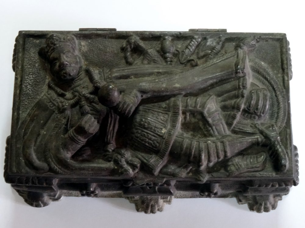 Szkatułka sarkofagowa